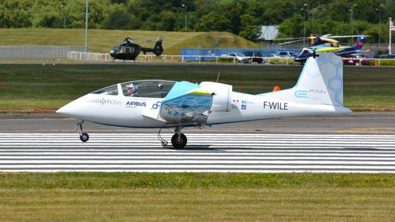 Am 10. Juli wird dieE-Fan 1.0 von Airbus als erstes Elektroflugzeug der Welt über den Ärmelkanal fliegen. Es ist der Startschuss für die Serienproduktion.
