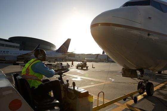 Wegen Verbindungsprobleme im Computernetzwerk blieben amMittwoch sämtliche Flugzeuge der US-amerikanischen Fluggesellschaft United Airlines für fast eineinhalb Stunden am Boden.
