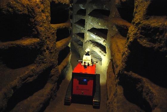 Der Bonner RoboterRovina ist derzeit in denPriscilla-Katakomben des Vatikans in Rom unterwegs. Durch die hohen Radon-Belastungen können dort nur Roboter länger unterwegs sein.