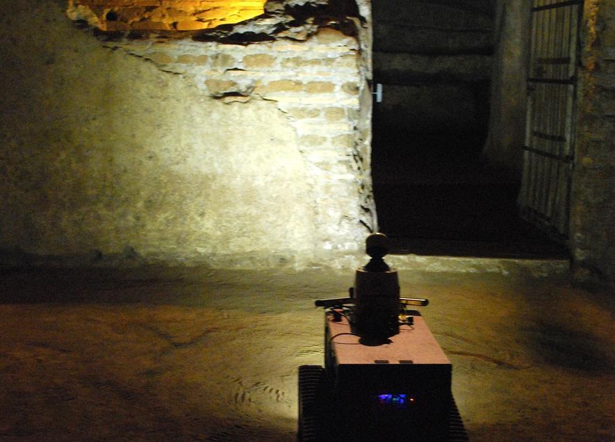 Roboter Rovina aus Bonn erkundet antike Katakomben in Rom