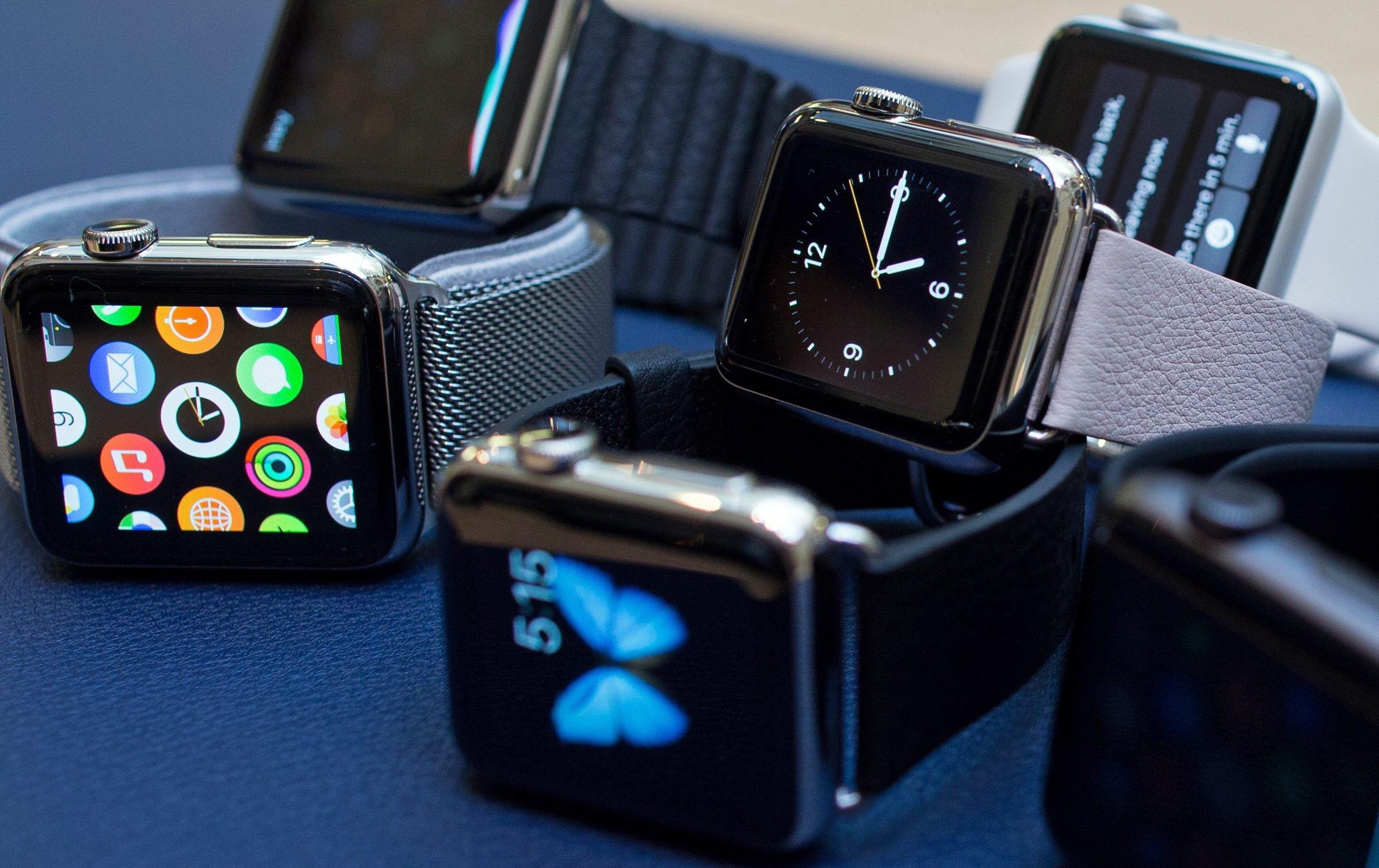 Die Apple Watch gibt es in verschiedenen Ausführungen. Am günstigsten ist die Sport-Version. Sie ist ab 399 € zu haben. Es gibt sie aber auch in Gelbgold – für 11.000 € aufwärts.