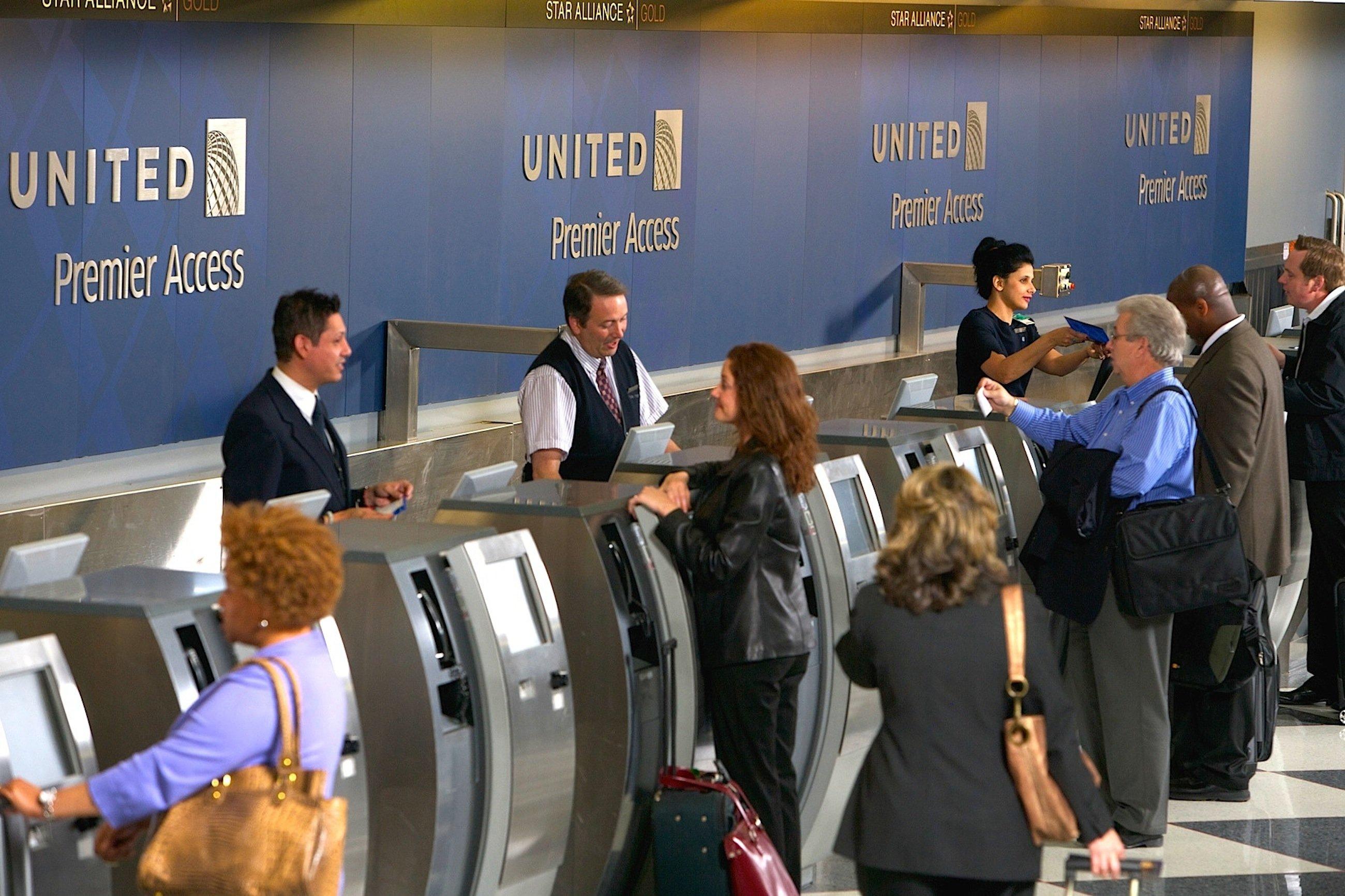Seit der Fusion von United Airlines und Continental Airlines kommt es durch dasZusammenführen der IT- und Buchungssysteme beider Fluggesellschaften immer wieder zu Computerproblemen.