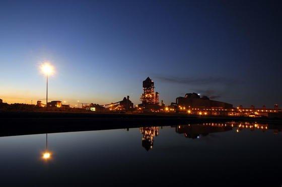 Stahlwerk von Arcelor Mittal: Der weltgrößte Stahlkonzern will dasKohlenstoffmonoxyd, das bislang abgefackelt wird, zu Biokraftstoffen weiterverarbeiten. Die erste Anlage dieser Art in Europa wird im belgischen Werk Gent installiert.