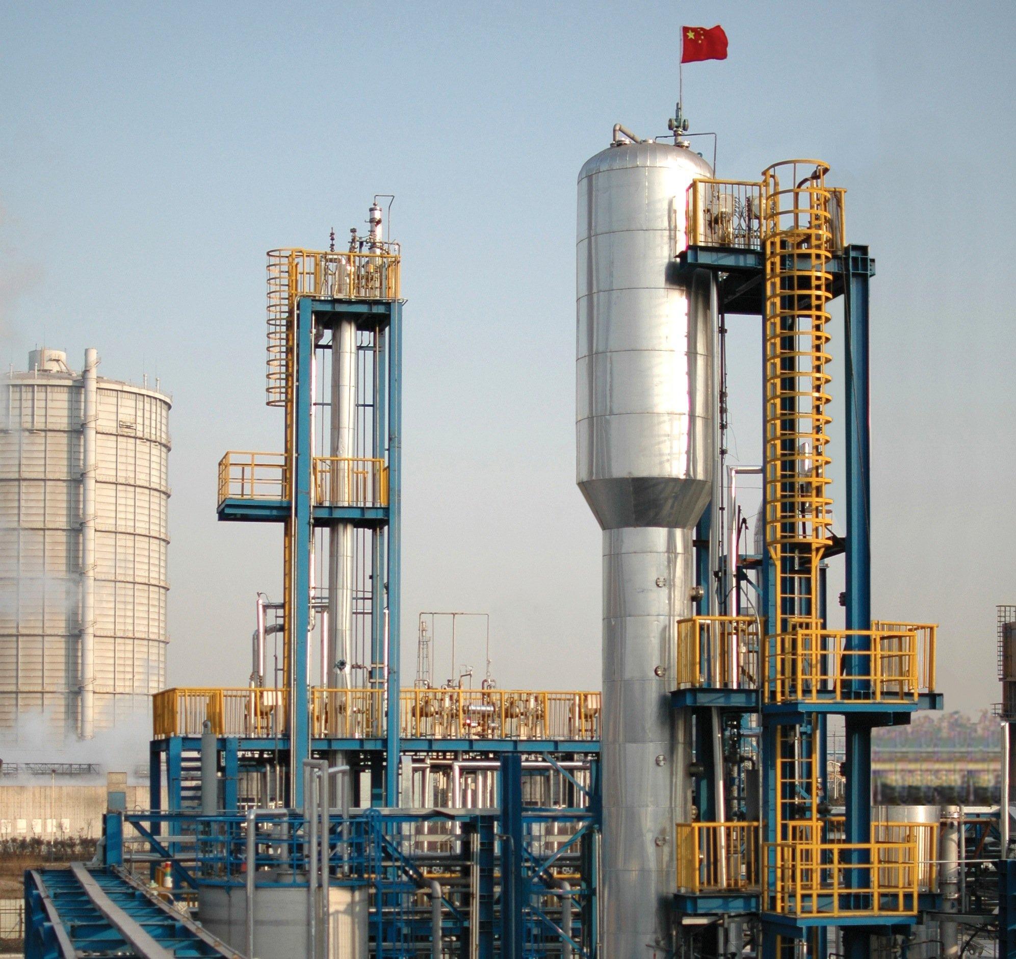 Das mikrobiologische Fermentierungsverfahren von LanzaTech wurde 2012 gemeinsam mit Baosteel in deren Werk in Schanghai erfolgreich eingeführt. Die vorkommerzielle Anlage produziert rund 300 Tonnen Ethanol pro Jahr.