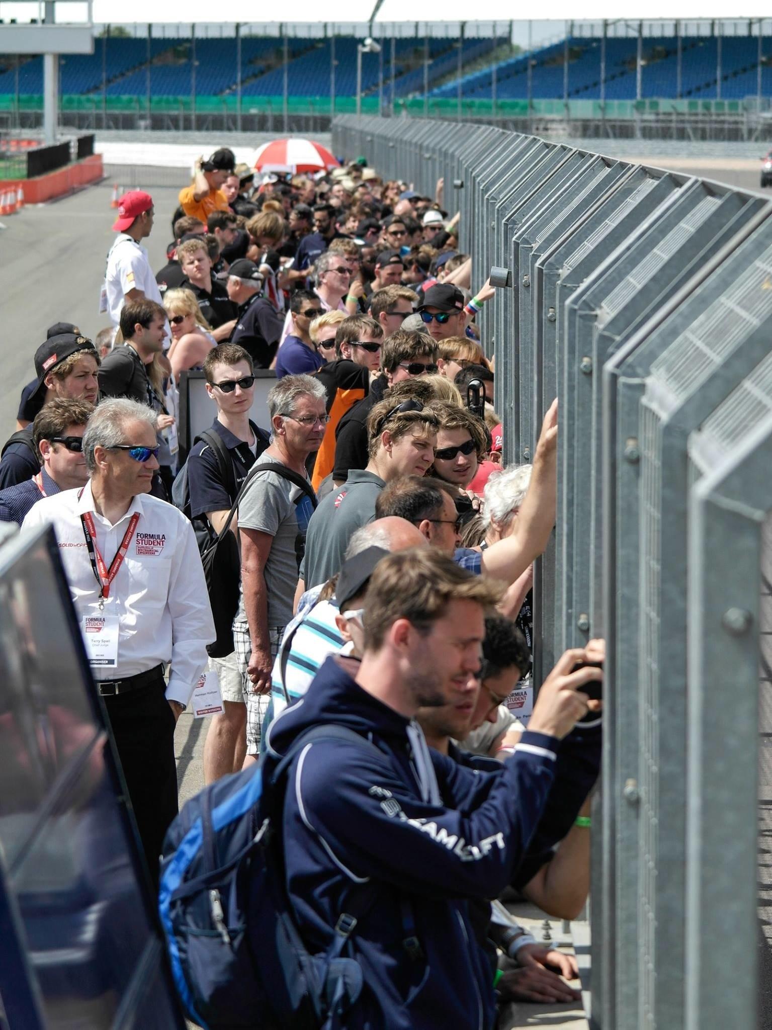 Das Interesse der Zuschauer an der Strecke in Silverstone war groß: 96 Teams ging beim ersten Rennen der Formula Student an den Start. Das deutsche Rennen auf dem Hockenheimring findet 31. Juli bis 2. August statt.