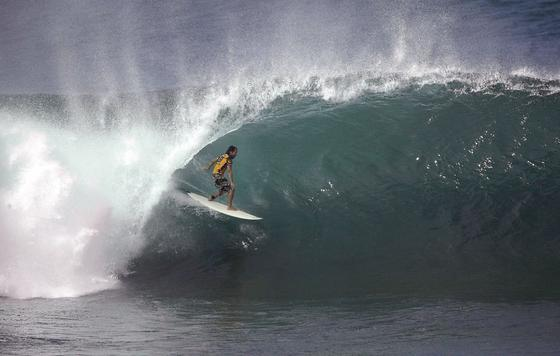 Riesenwelle vor Hawaii: Jetzt wollen Ingenieure die Kraft der Wellen nutzen, um Strom herzustellen.