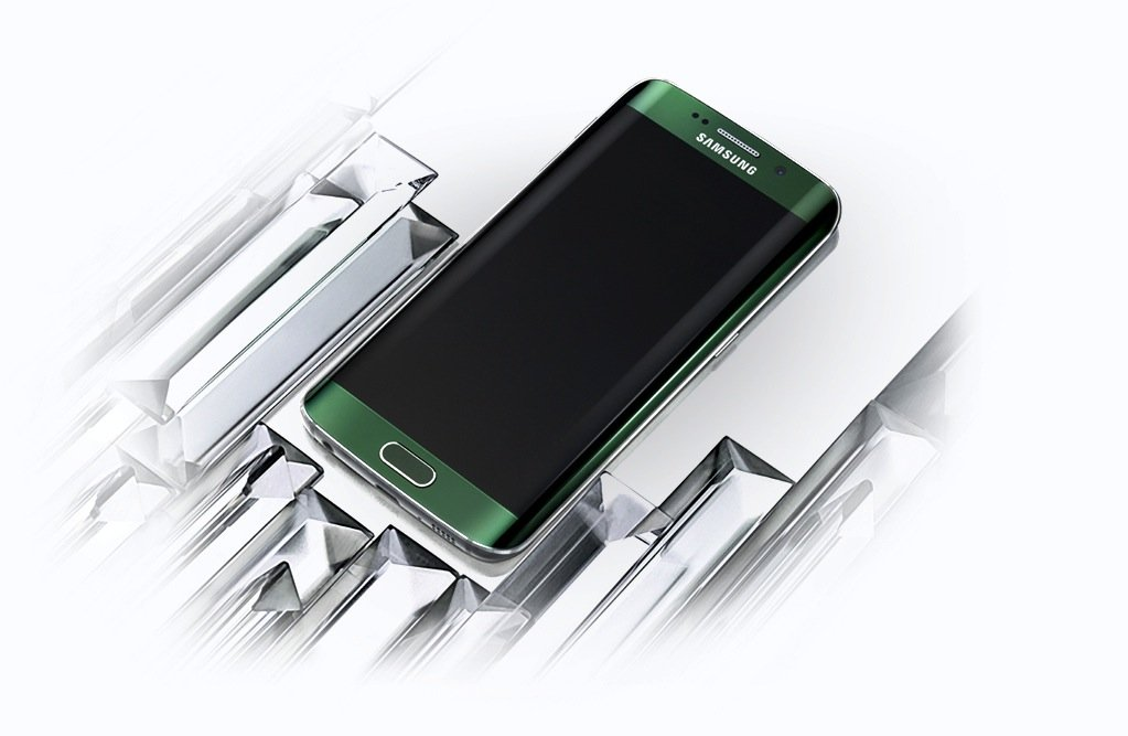 Das Samsung-Smartphone S6 edge: Die angestrebte Auflösung von 11 K will Samsung offenbar für die Möglichkeit der Darstellung von 3D-Animationen ohne Brille nutzen.