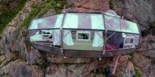 Hotelzimmer hängt in 400 Metern Höhe in der Steilwand