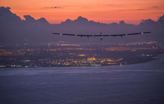 Am 3. Juli 2015 landete die Solar Impulse nach fünf Tagen und längsten Non-Stop-Flug der Geschichte auf Hawaii.