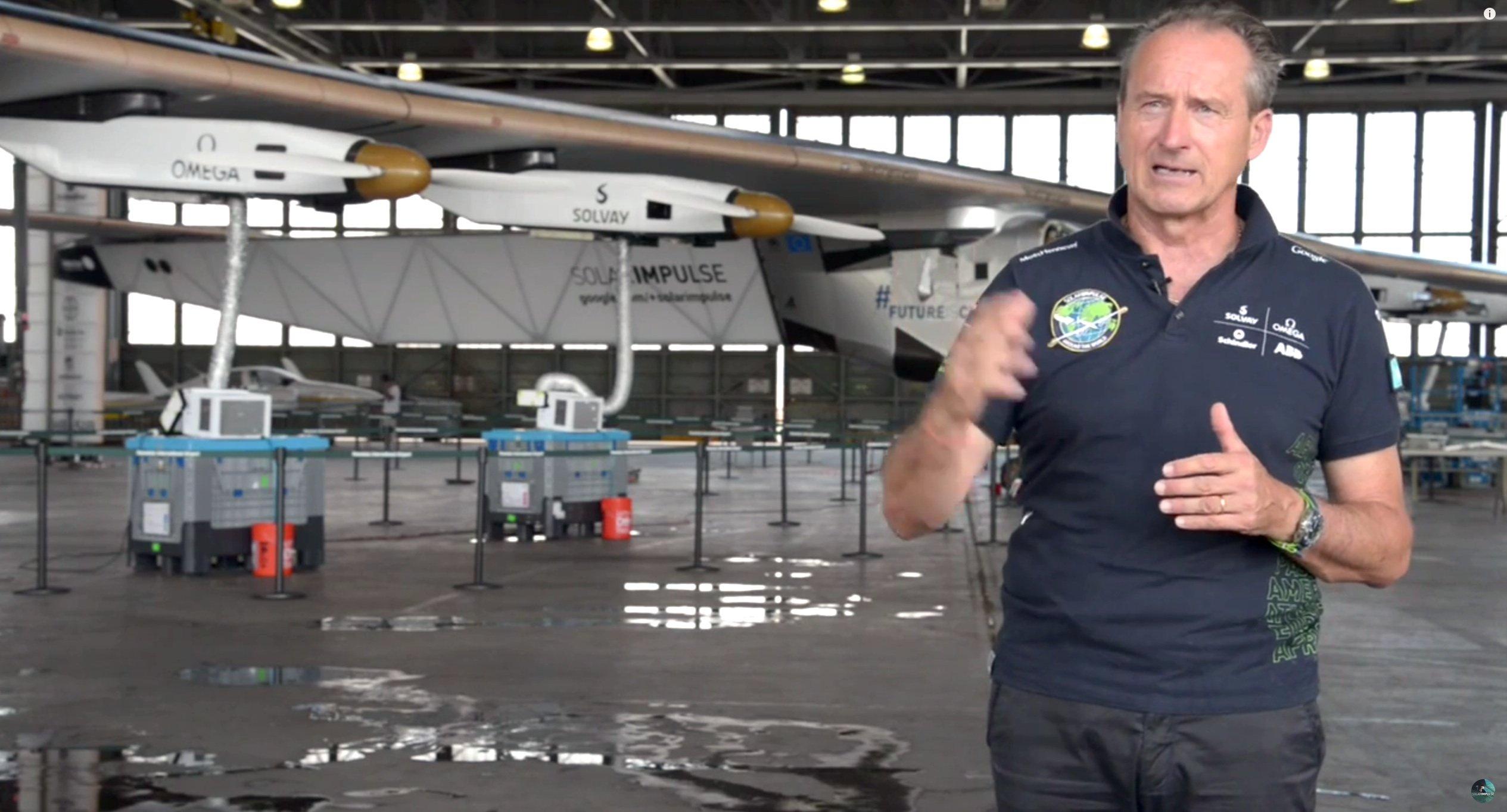 André Borschberg hofft, dass das Flugzeug wieder flott gemacht wird und seine Weltumrundung vollenden kann.