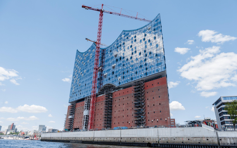 Der letzte Kran an der Elbphilharmonie ist verschwunden: Das Gebäude ist schon jetzt ein Wahrzeichen Hamburgs.