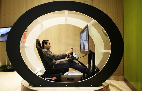 Unterhaltungsangebot im Microsoft-Konzerenzzentrum in Paris: Die französischen Behörden sollen Dokumente künftig nicht mehr in Formaten des US-Konzerns austauschen.