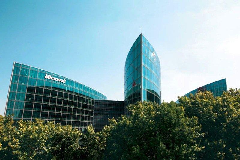 Microsoft-Zentrale in Paris: Derzeit bläst dem Software-Konzern der Wind in Frankreich ins Gesicht.