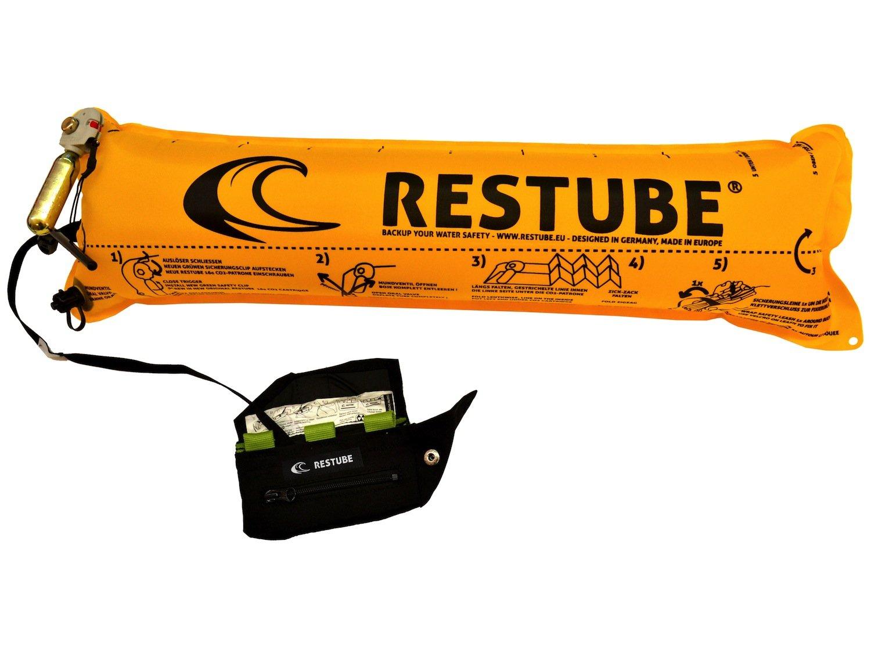 Rettungsboje Restube: Sie misst zusammengefaltet 14x6,5 cm und wiegt 280 g. Rund 20.000 Wassersportler nutzen sie bereits.