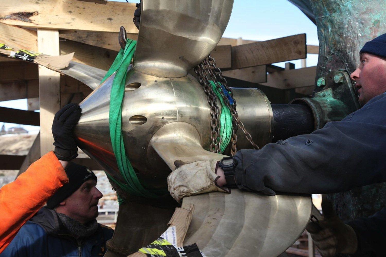 Schiffsschraube des Segelschiffs Opal: Die Rotorblätter lassen sich während des Segelns drehen. Sie machen den E-Motor dann zum Stromgenerator.