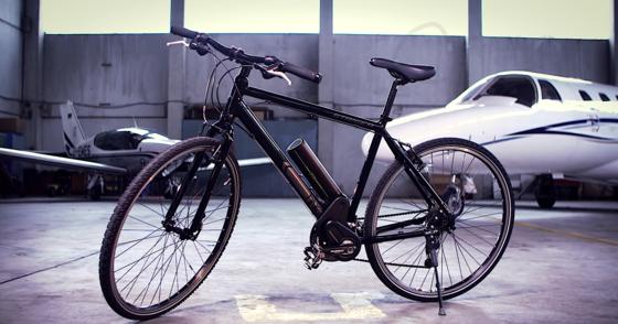 Fahrrad mit Relo-Antrieb: In nur drei Sekunden lässt sich das Fahrrad in ein Pedelec und wieder zurück verwandeln. Das System wiegt lediglich 3 kg.