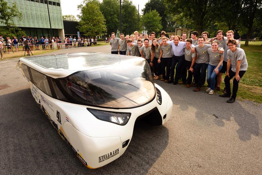 Studenten der TU Eindhoven bauen familientaugliches Solarauto