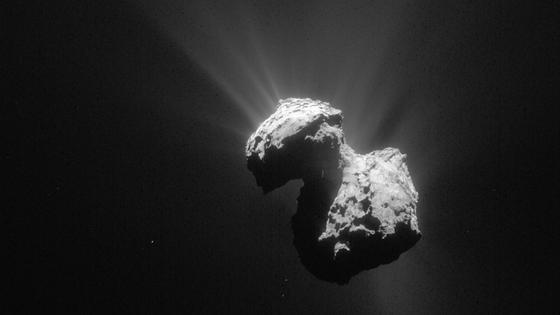 Am 9. Juli 2015 nahm die Navigationskamera von Orbiter Rosetta den Kometen Churyumov-Gerasimenko, kurz Tschuri, aus 154 km Entfernung auf. Derzeit besteht kein Funkkontakt zum Lander Philae.