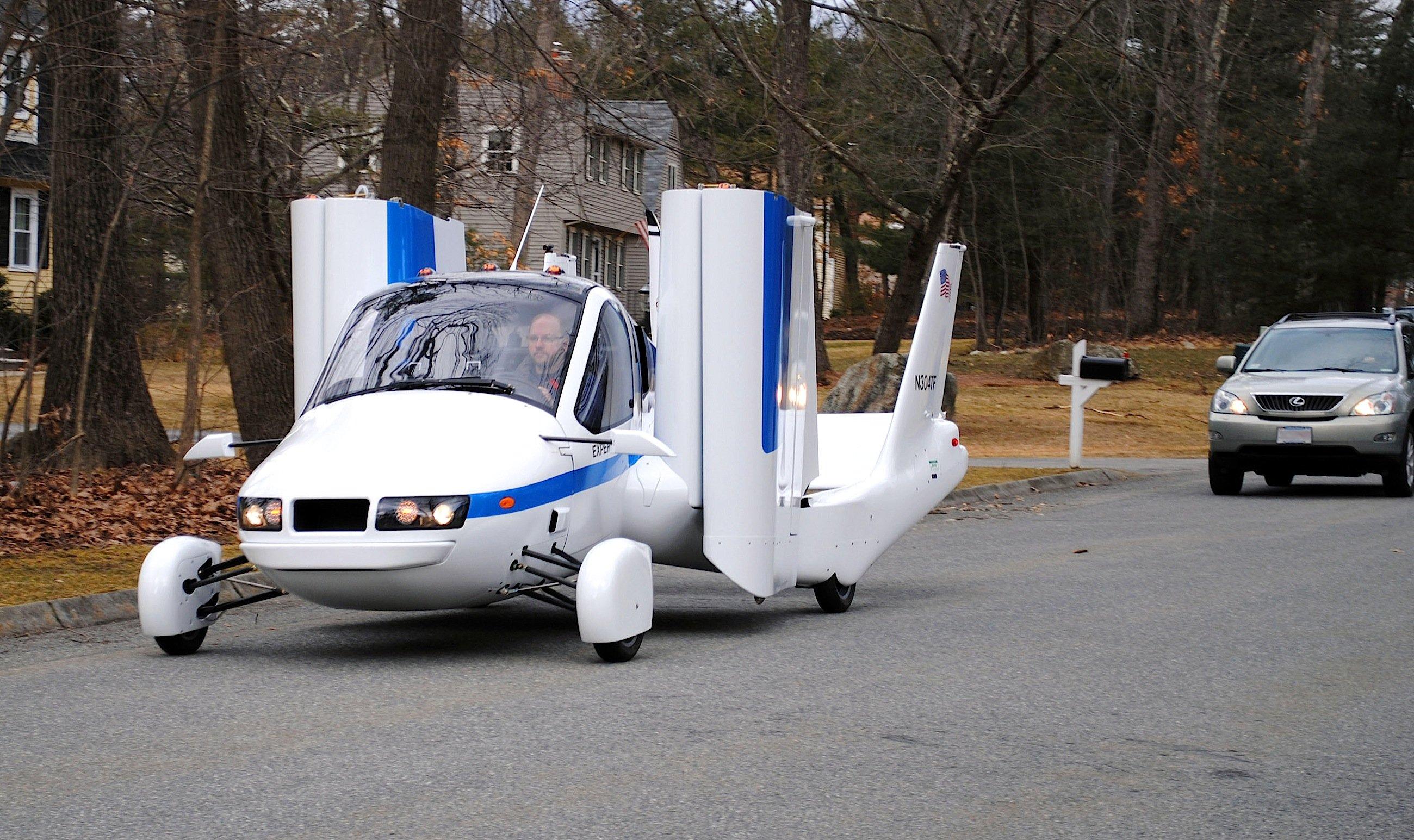 Der Transition von Terrafugia: Das Auto fährt ganz gewöhnlich über die Straße – kann allerdings auch fliegen.