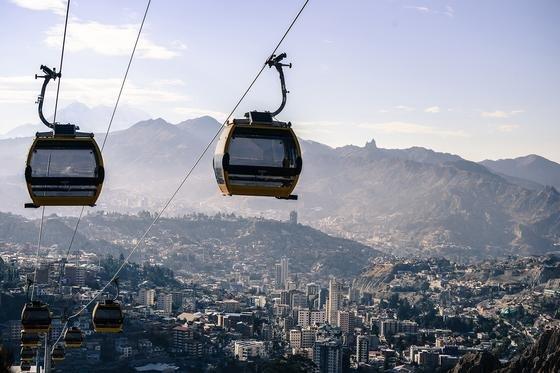 Seilbahn von Doppelmayr in La Paz: Im Endausbau könnten die Seilbahnen rund 15 % des gesamten ÖPNV in der Stadt mit ihren etwa zwei Millionen Einwohnern übernehmen.