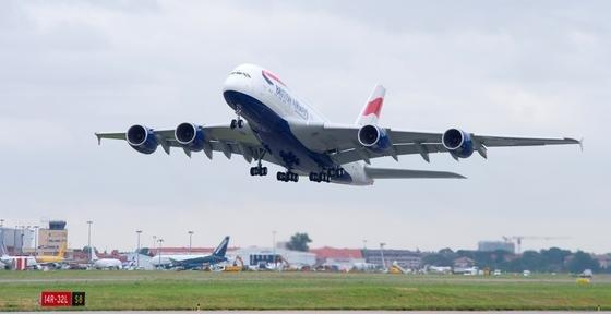 Airbus A380 beim Start: Immer wieder kommt es zu Kollisionen mit aufgeschreckten Vogelschwärmen. Die Fluggesellschaften kämpfen mit Kosten in Milliardenhöhe.