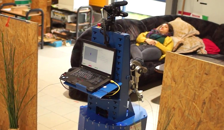 Lisa vom Team Homer der Universität Koblenz-Landau: Der Roboter musste seinen Besitzer wecken und ihm die Zeitung überreichen.