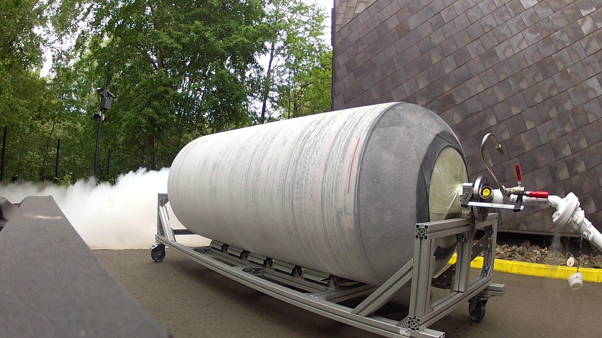 Die Tanks wurden im Projekt Chatt zu Testzwecken mit flüssigem Stickstoff mit einer Temperatur von rund -200 °C betankt. Das Deutsche Zentrum für Luft- und Raumfahrt (DLR) erforschte damit zusammen mit zehn weiteren europäischen Partnern neue Technologien für den Luftverkehr.
