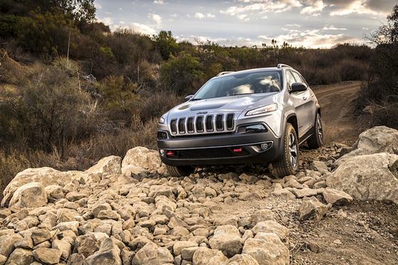 Jeep Cherokee: Hackern ist es gelungen, das Fahrzeug über das Infotainmentsystem Uconnect zu steuern. Jetzt gibt es ein Sicherheitsupdate.