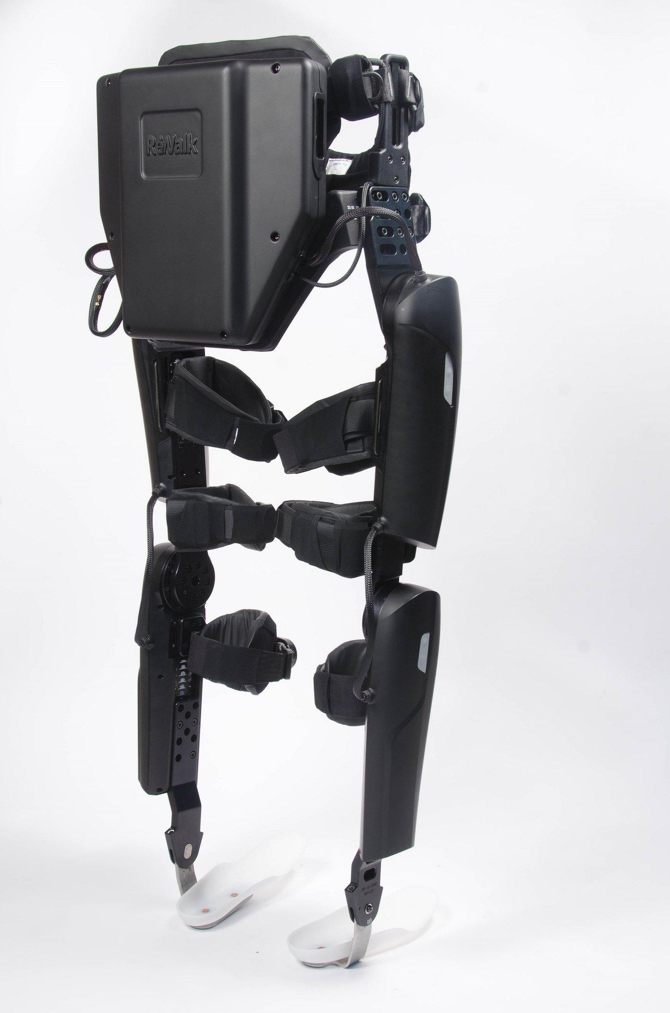Bislang musste der Träger eines Exoskeletts sich zusätzlich einen Rucksack umschnallen, in dem sich für die Datenverarbeitung ein Computer samt Akkus befand. Im Modell 6.0 sind die Einheiten für Energieversorgung und Steuerelektronik so klein geworden, dass sie im hinteren Bereich der Stützstruktur untergebracht werden konnten.