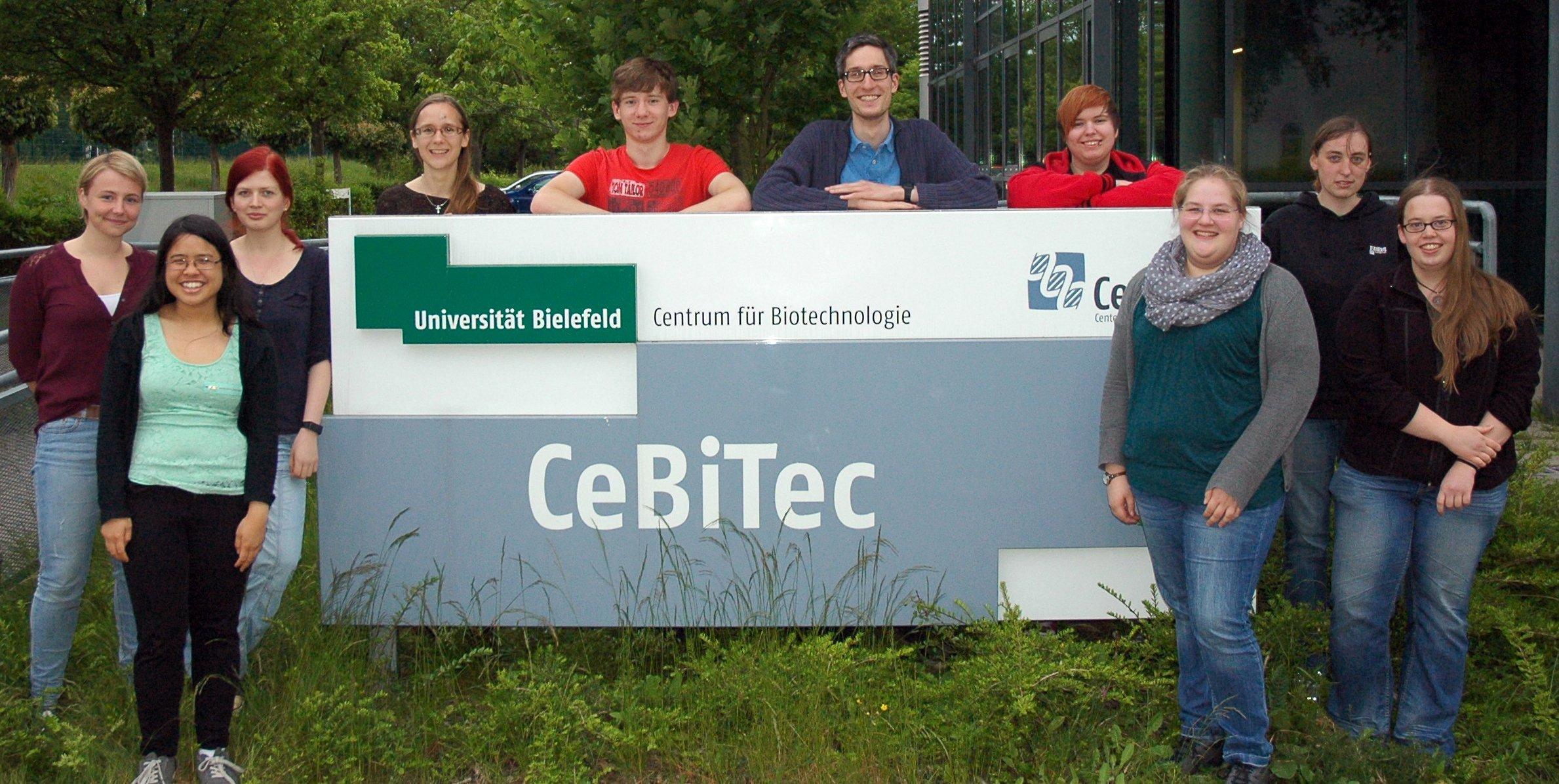 Das iGEM-Team von Biologen der Universität Bielefeld hat einen Schnelltest entwickelt, mit dem man beispielsweise K.-o.-Tropfen in Getränken unkompliziert feststellen kann.