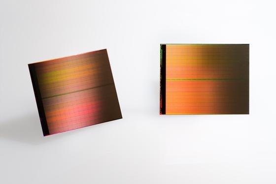 Die ersten 3D Xpoint Datenspeicher sollen noch dieses Jahr in die Hände der Gerätehersteller gelangen. Nächstes Jahr erwarten Experten erste Geräte mit dem revolutionären Speicher.