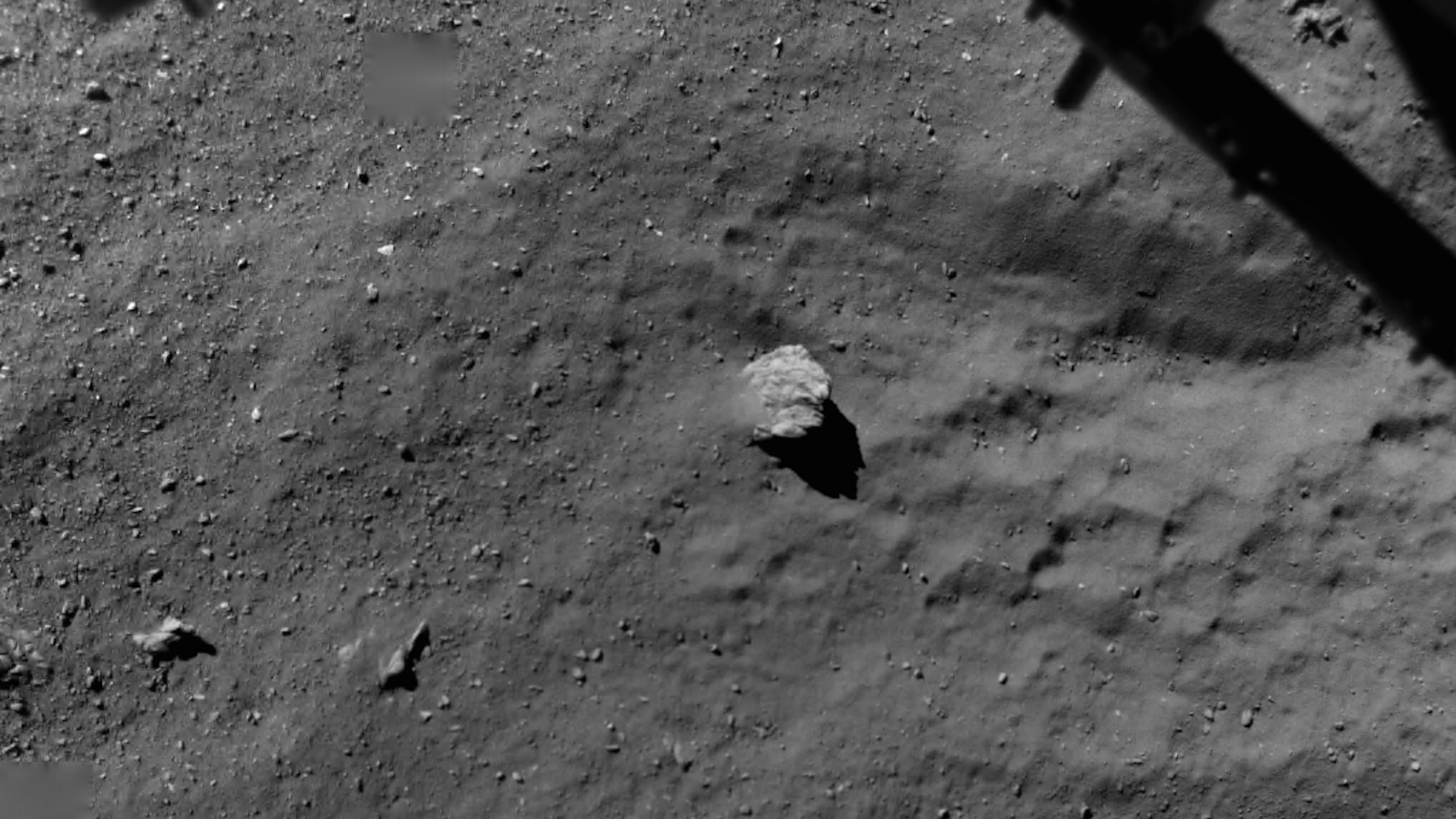Blick aus 67,4 m Höhe auf Tschuri: Die Forscher haben auf dem Kometen einen Baukasten chemischer Verbindungen gefunden.