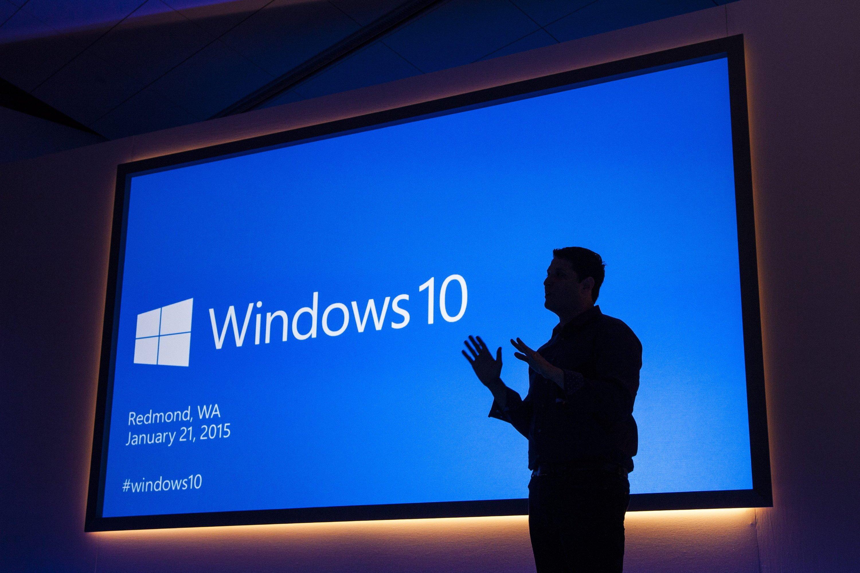 Terry Myerson, Chef der Microsoft Betriebssystem-Abteilung, bei der Präsentation von Windows 10: Die neue Version ist enger mit Microsoft-Servern verknüpft und ruft Datenschützer auf den Plan.
