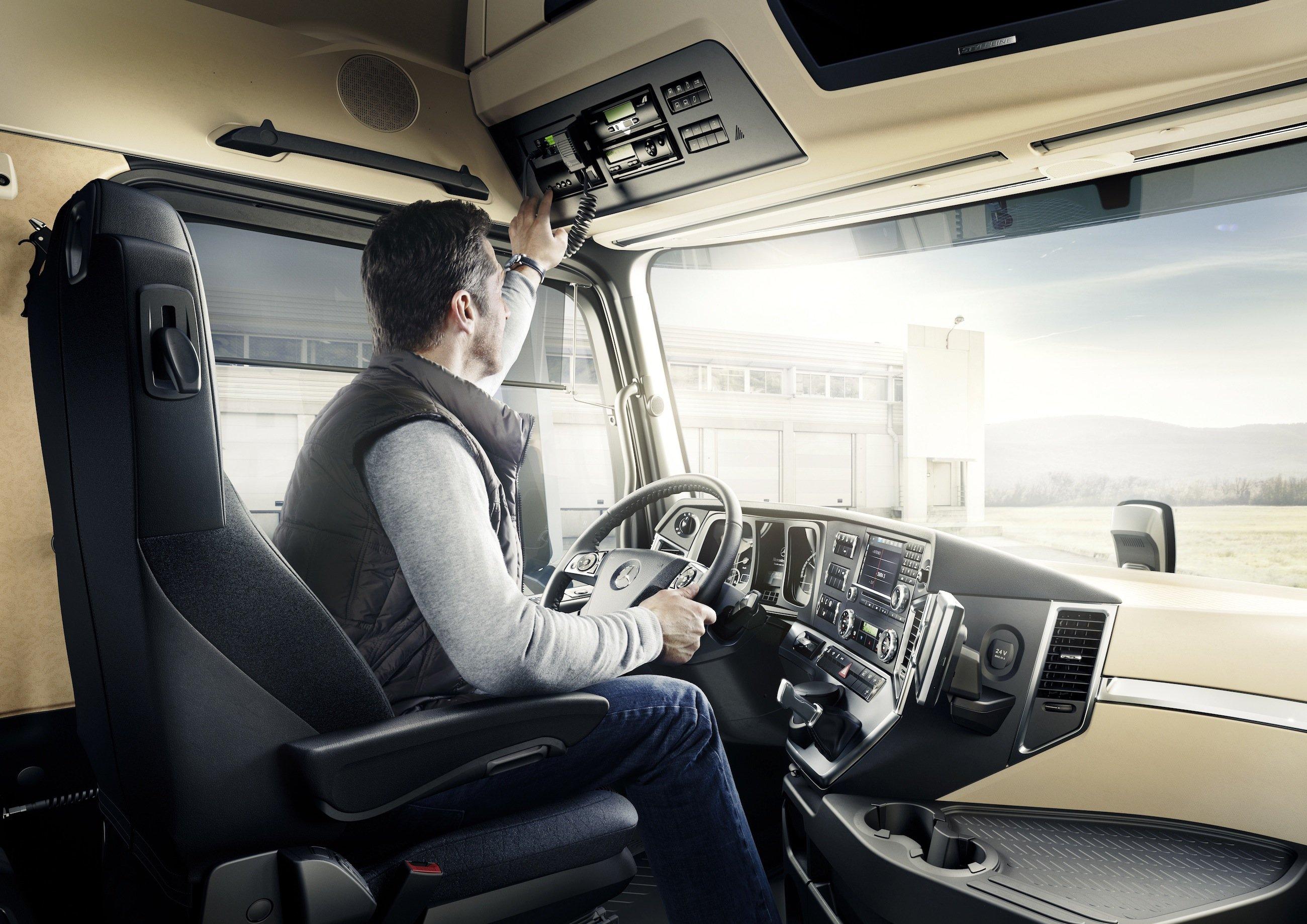 Sitzsystem im Mercedes Actros: Forscher desFraunhofer Instituts für Silicatforschung ISC in Würzburg und des SitzherstellersIsringhausen wollen auf der IAA im September einen Sitz vorstellen, der individuelle Einstellungen für verschiedene Fahrer speichern kann.