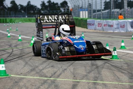 110 Teams gingen bei der Formula Student Germany auf dem Hockenheimring an den Start. Neben der Performance im Rennen bewertete die Jury auch Finanzplanung und Verkaufsargumente für die Fahrzeuge.