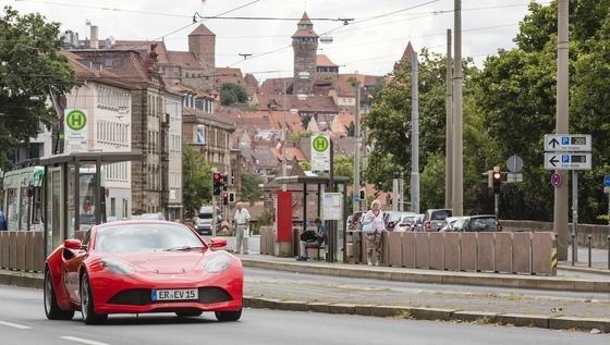 IISB-One bei einer Testfahrt in Nürnberg: Die Ingenieure testen Energiespeicher, Energiemanagement und Antriebssystem.