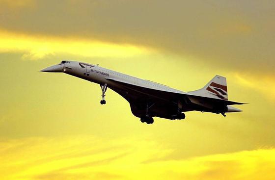 Aufnahme einer Concorde beim Landeanflug auf den Flughafen LondonHeathrow am 18. Oktober 2003.