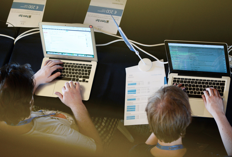 Die Sicherheitslücken, die das Schadprogramm Thunderstrike 2 aufgedeckt hat,betreffen nicht nur Apple, sondern auch Dell, Lenovo, Samsung und HP. Denn die Hersteller verbauen meist ähnliche EFI-Firmware.