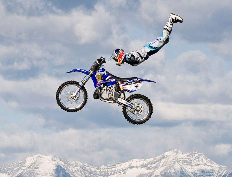 Mit seinem Dirt Bike hat Stuntman Robbie Maddison auch Flugerfahrung. Und als Double von James-Bond-Darsteller Daniel Craig.