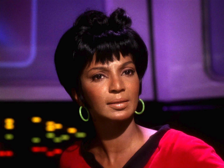 Nichelle Nichols aliasLieutenant Uhurakam 1966 als erste Schwarze in einer Weltraumserie zum Einsatz und schrieb damit Filmgeschichte.Jetzt fliegt sie mit 82 Jahren zur Stratosphäre.