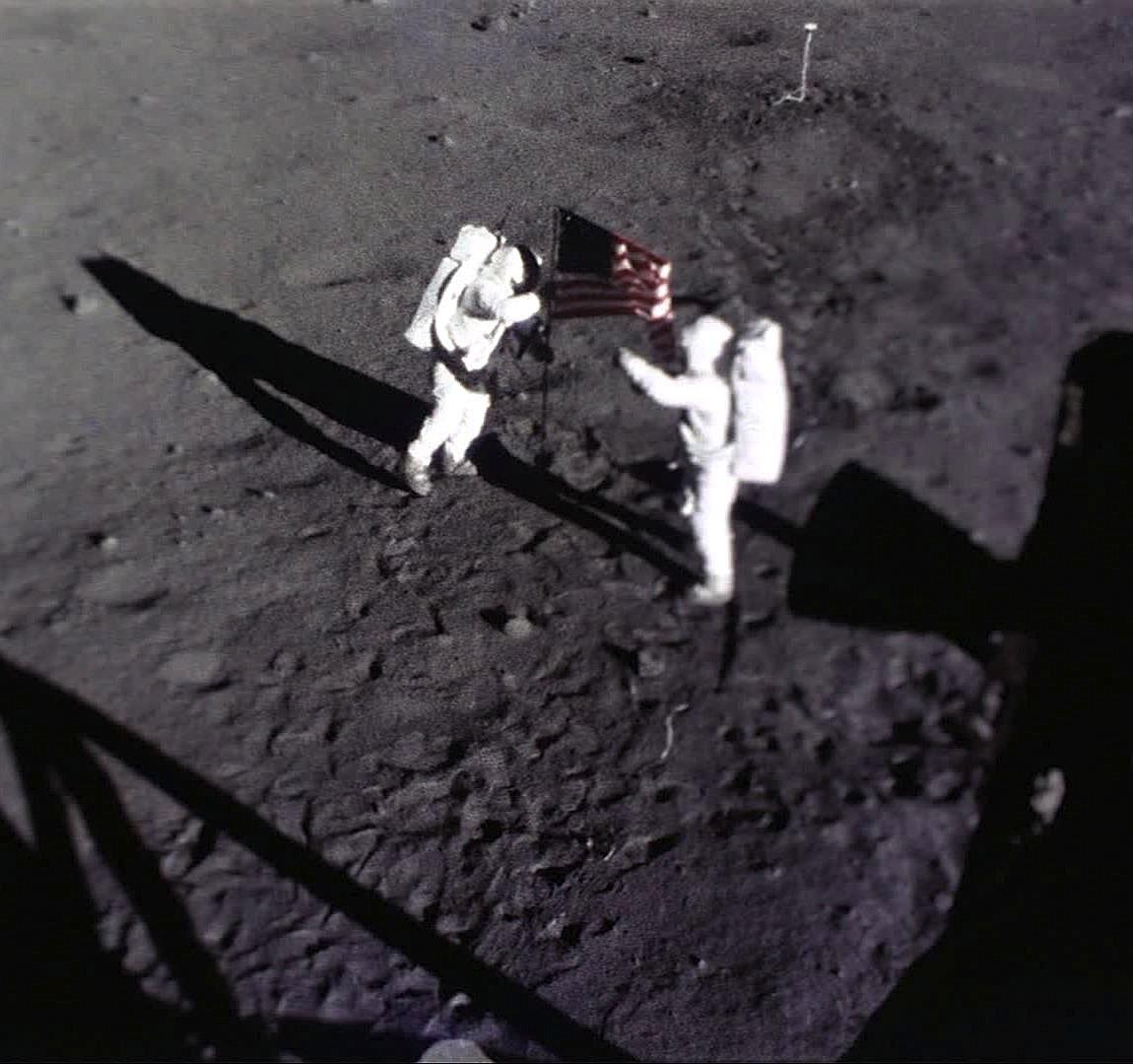 Historischer Moment: Die Astronauten Neil Armstrong und Edwin Buzz Aldrin hießen am 21. Juli 1969 die amerikanische Flagge auf dem Mond.