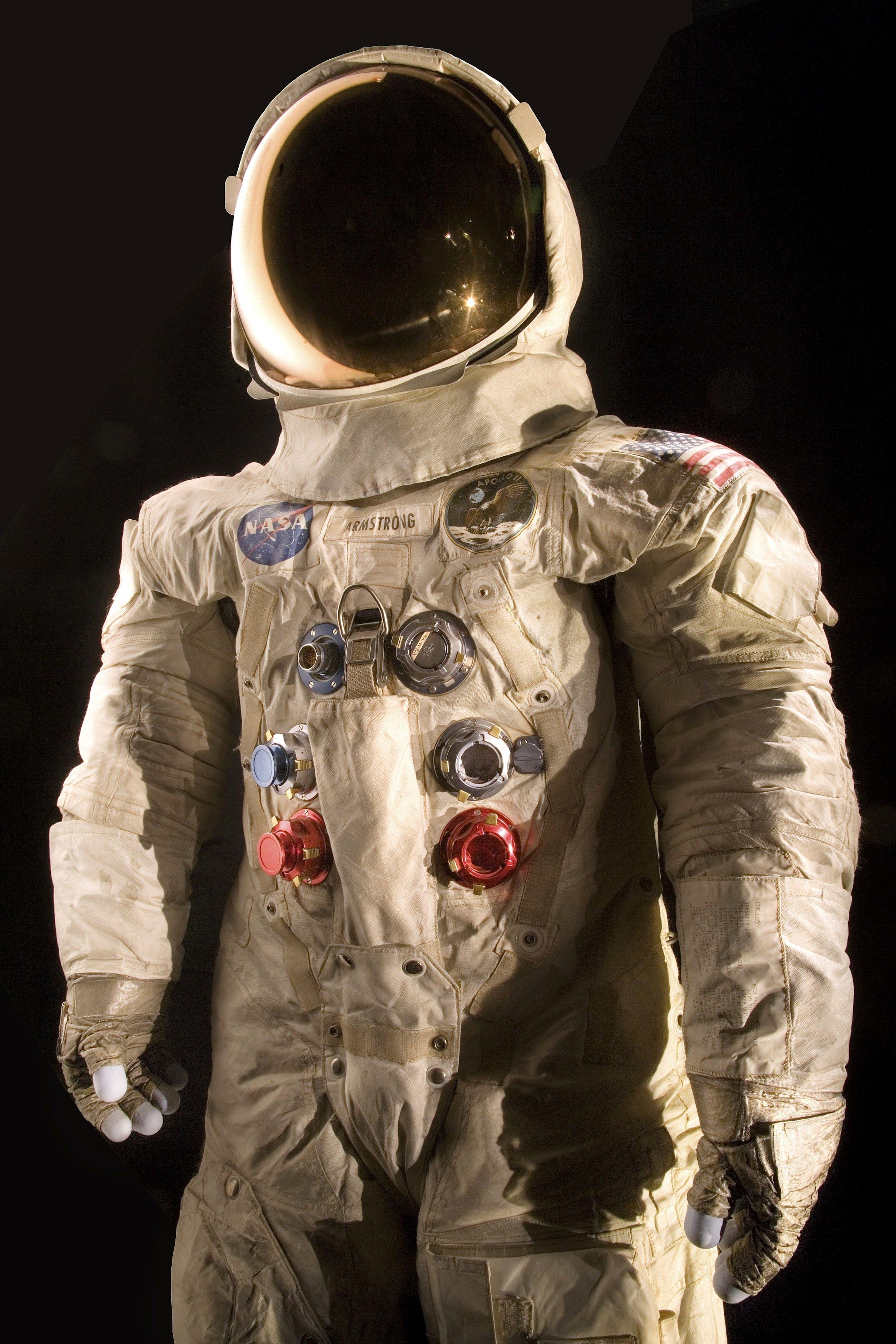 Diesen Raumanzug trug Neil Armstrong während der Apollo-11-Mission im Jahr 1969. Jetzt soll das stark brüchige Material saniert werden. Die Kosten dafür liegen bei rund einer halben Millionen Dollar.