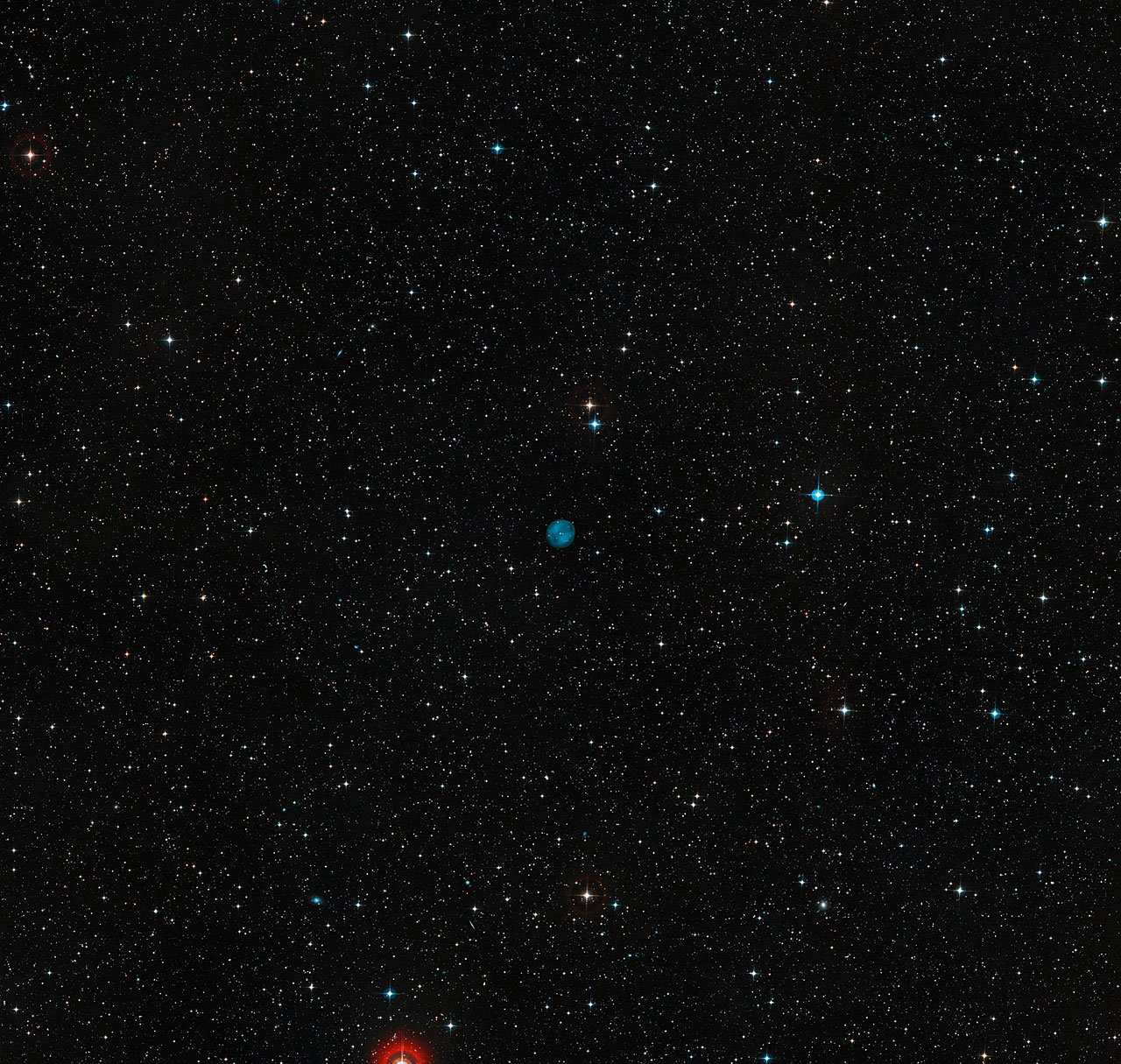 Dieses Bild zeigt die Himmelsregion um ESO 378-1. Der Planetarische Nebel erscheint deutlich als blaue Scheibe in der Mitte des Bildes. Das Bild wurde aus Aufnahmen des Digitized Sky Survey 2 erstellt.