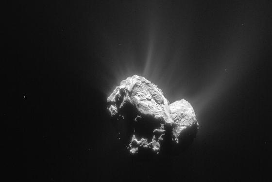 Ein Bild des Kometen Tschuri, das die Raumsonde Rosetta am 4. Mai 2015 aufgenommen hat. Am 13. Mai wird Tschuri der Sonne so nahe kommen wie nie zuvor und dabei große Mengen Staub und Gas ausstoßen.