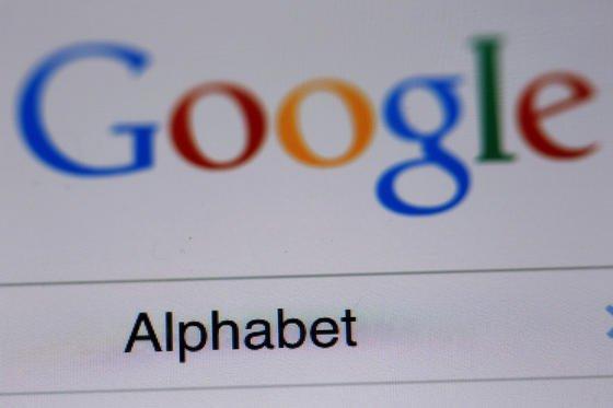 Alphabet: Der Suchmaschinenanbieter Google baut seine Unternehmensstruktur umfassend um und gründet einen neuen Mutterkonzern namens Alphabet. Das bisherige Unternehmen Google soll in abgespeckter Version eine Tochterfirma des neuen Unternehmens werden.