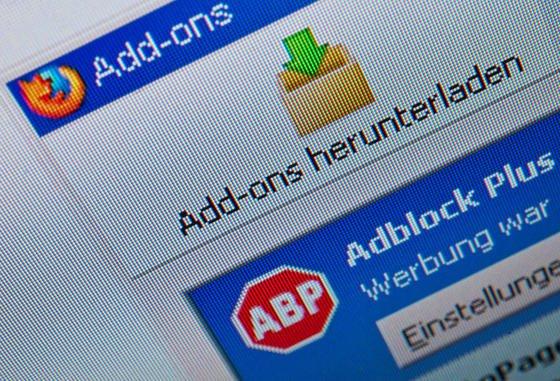 Kleine Programme, die Werbung auf Webseiten unterdrücken – sogenannt Adblocker – sind nach einer neuen Marktstudie stark im Kommen. Die Werbebranche beklagt schon Milliardenverluste.