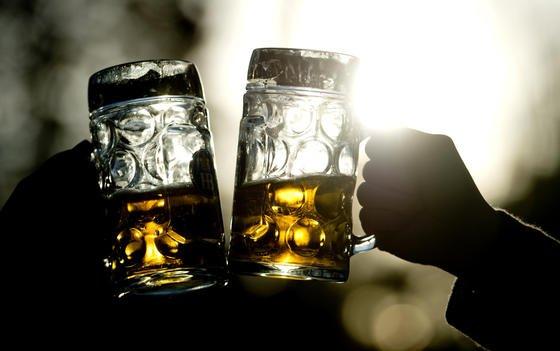 Betrunken sollte auch nicht mehr aufs Rad gestiegen werden. Aus Japan kommt jetzt das FahrradschloßAlcoho-Lock. Bei zuviel Alkohol in der Atemluft des Besitzers lässt es sich nicht öffnen.