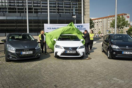 Der Lexus CT 200h ist laut VCD das umweltfreundlichste Auto in Deutschland. Es folgen derPeugeot 208 Active BlueHDI 100 und der gastriebene VW eco up, den es baugleich auch als Skoda Citigo und SeatEcofuel 1.0 gibt.