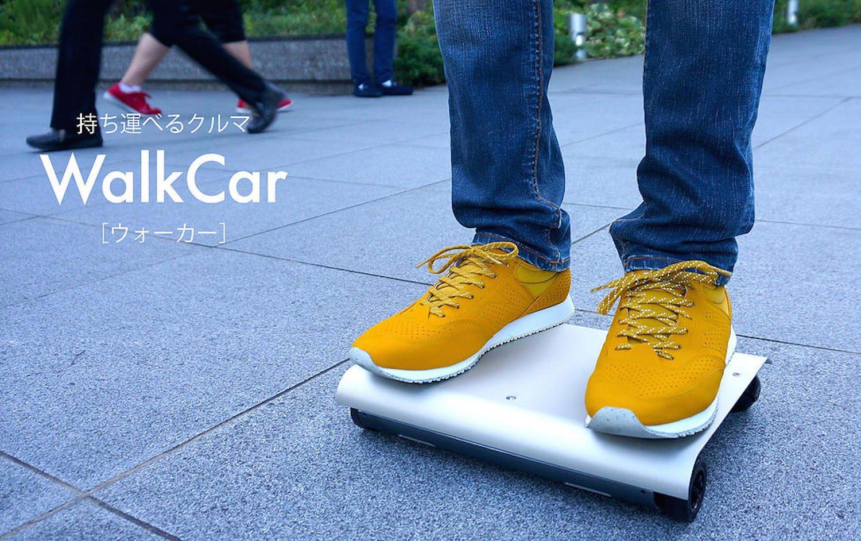 Walkcar im Einsatz: Das elektrische Rollbrett ist nur so groß wie ein Laptop, kann aber 120 kg befördern.