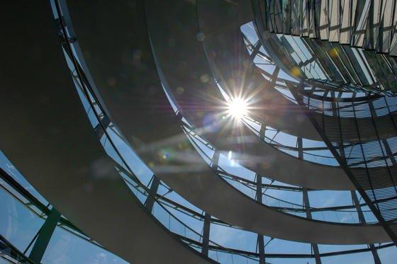 Mehrfach musste in diesem Sommer wegen zu großer Hitze der Aufgang zur Spitze der Reichstagskuppel geschlossen werden.